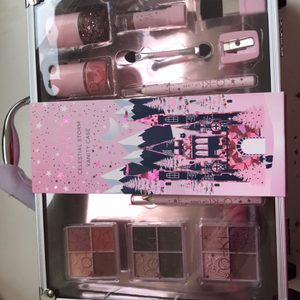Brand new vanity/make up case great for a Christmas present